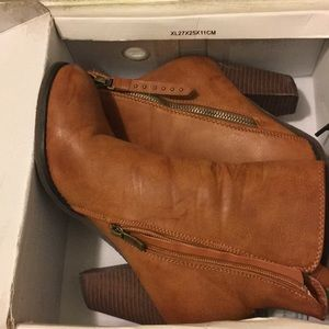 Shoes - Adorable brown ankle booties!